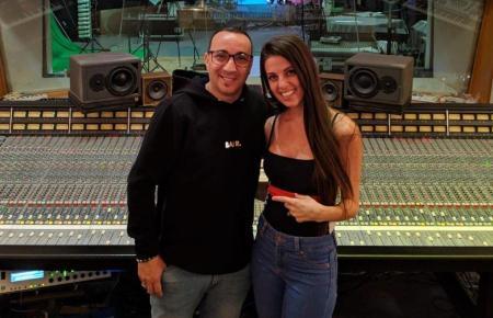 DJ Sammy und Chloe Marin zusammen im Studio.