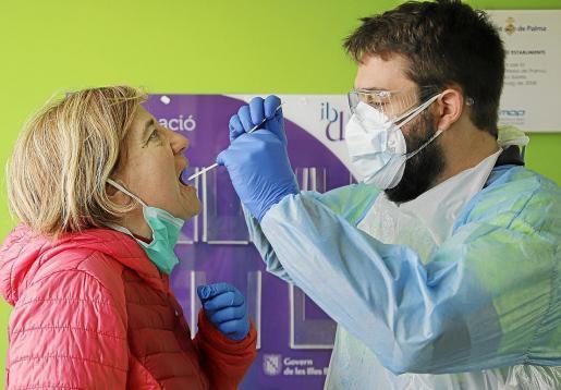 Corona-Tests sind auf Wunsch in vielen privaten Ärztezentren und Kliniken auf Mallorca möglich.