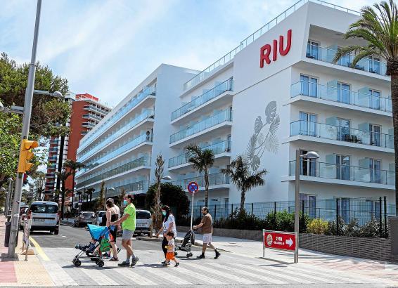 Die Hotelkette Riu hält vier ihrer Häuser an der Playa de Palma bis auf Weiteres offen.