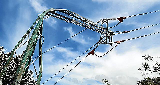 Auch Strommasten knickten um.