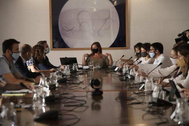 Francina Armengol bei einer Sitzung.