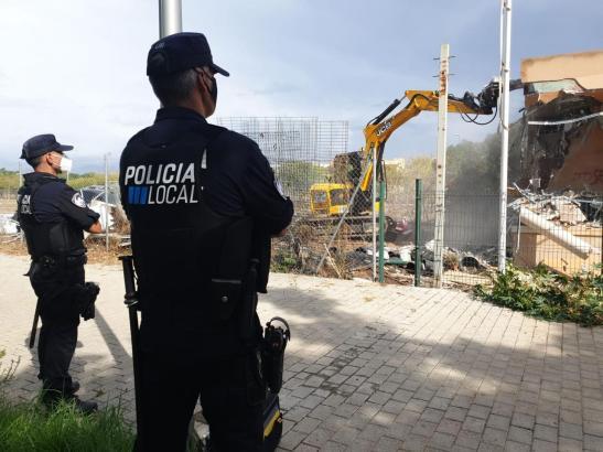 Die Polizei bewachte die Abrissarbeiten.