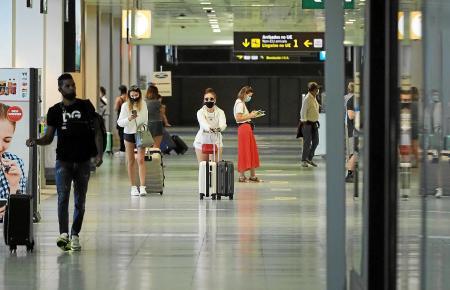 """Rollköfferchen packen und geschäftlich zwischen Mallorca und Deutschland, der Schweiz oder Österreich """"pendeln"""". Für viele Mallorca-Residenten beruflicher Alltag. Wie sieht es aktuell damit aus?"""