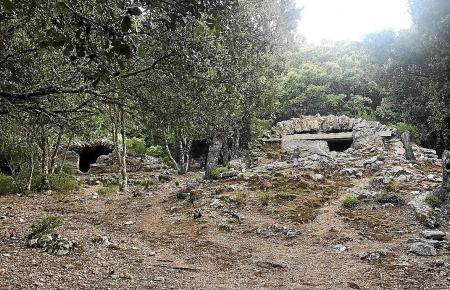Die Zisternen, Brunnen und Kanäle sind überwuchert und verfallen.
