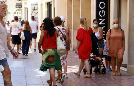 Passanten im Zentrum von Palma.