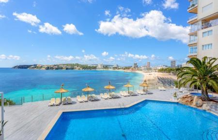 Der Blick vom Hotel Coral Playa in Magaluf hinaus aufs Meer.