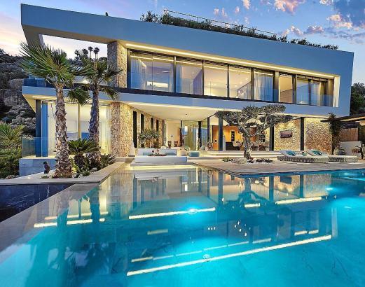 Auch diiese Villa in Port d'Andratx steht bei Engel & Völkers für 11,45 Millionen Euro zum Verkauf.