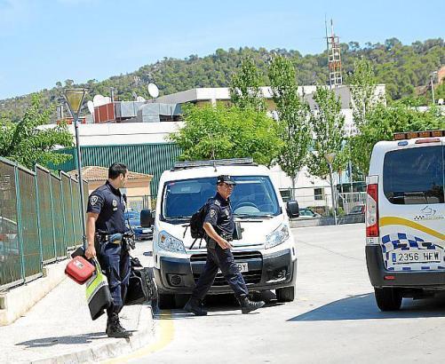Polizisten in Costa de la Calma.