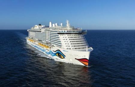 Blick auf einen Aida-Oceanliner.