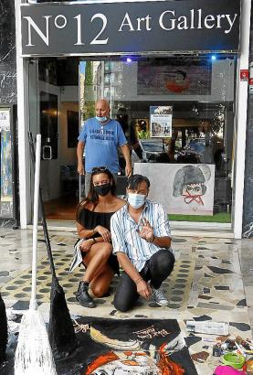 """""""Black Lives Matter"""": Das Ergebnis einer Performance. Das Mallorca Magazin verlost dieses Gemälde. Das Werk in Plastik- und Aquarellfarbe auf Karton misst ungefähr 60 mal 90 Zentimeter."""