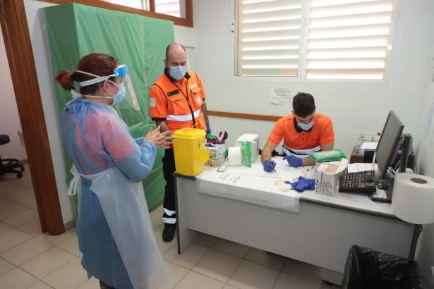 Corona-Personal bei der Arbeit auf Mallorca.