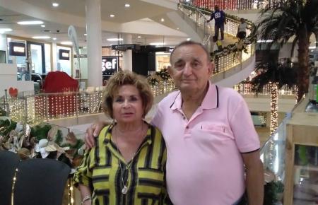 Francisco Fuster und Antonia Nebot in einem Einkaufszentrum in Kolumbien.