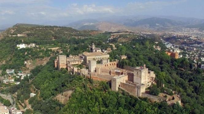 Luftbild von der berühmten Alhambra.
