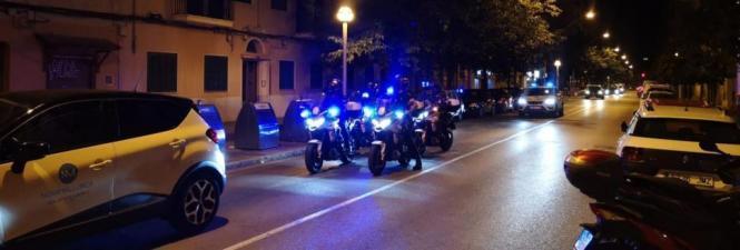 """So tauchten am Freitagabend die Polizisten in den """"Barrios"""" auf."""