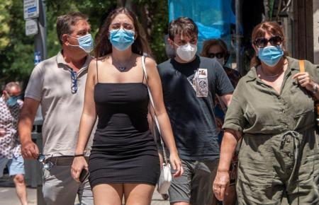 Masken müssen im öffentlichen Raum immer und überall getragen werden.