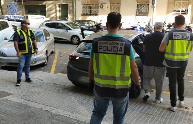Polizisten während der Festnahmeaktionen.