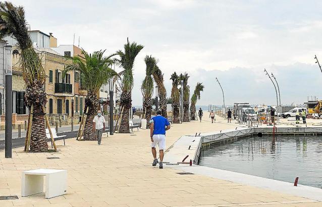 Rund um den kleinen Hafen von El Molinar kann nun nach Belieben spaziert und Sport getrieben werden.