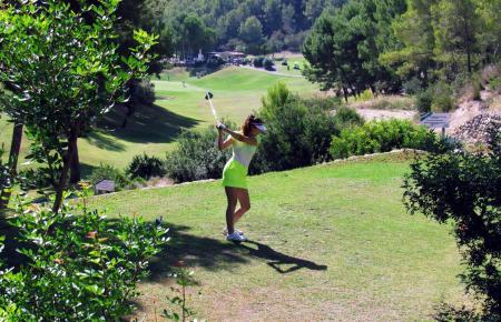 Auf der achten Spielbahn von Golf de Andratx in Camp de Mar geht es Richtung Halfwayhouse. Dort können sich die Teilnehmer während der Runde laben und hier wird der Event auch im Anschluss an das eigentliche Turnier ausklingen.