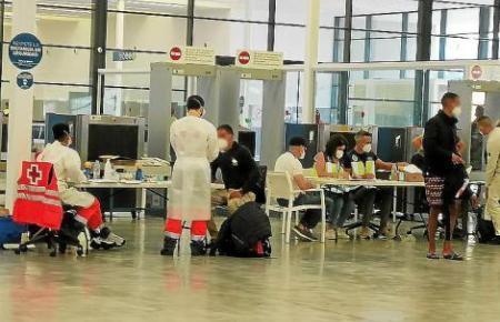 Direkt am Hafen von Palma wurden die Immigranten medizinisch untersucht.