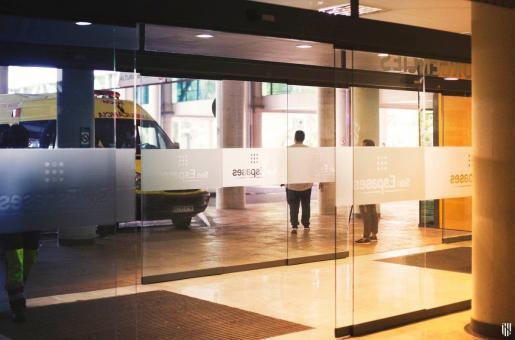 Die Aufnahme, zeigt einen der Eingänge des Universitätskrankenhaus Son Espases in Palma de Mallorca.
