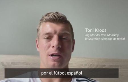 Ein Ausschnitt mit Nationalspieler Toni Kroos aus dem Video der Deutschen Botschaft in Spanien.
