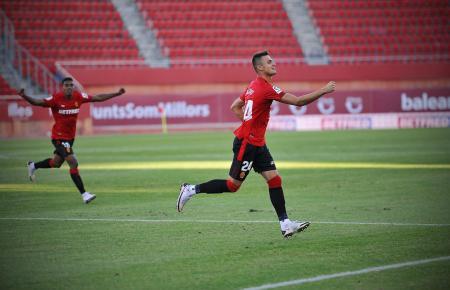 Hier bejubelt Martin Valjent seinen Treffer zum 1:0 gegen den CD Teneriffa.