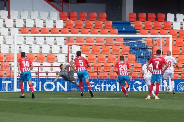 Der entscheidende Moment: Salva Sevilla trifft in Lugo für Real Mallorca per Elfmeter zum 1:0.