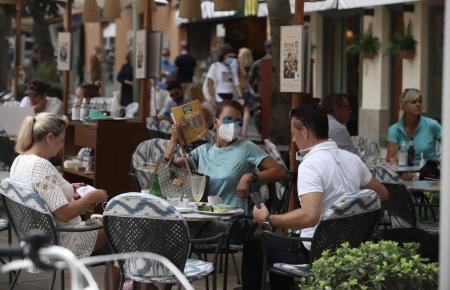Restaurantgäste auf Mallorca.