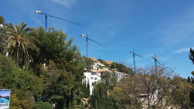 Baukräne auf Mallorca.