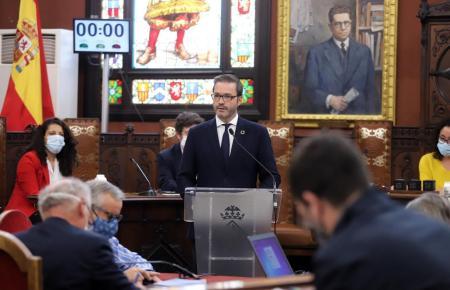Bürgermeister Hila im Stadtparlament.