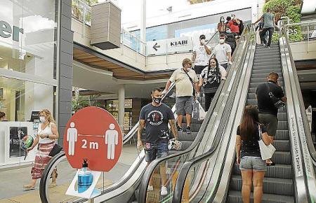 Vor allem in den großen Einkaufszentren, wie hier Fan Mallorca, ist an verkaufsoffenen Sonntagen viel los.