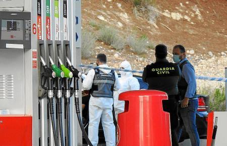 Die Ermittler am Tatort in Peguera.