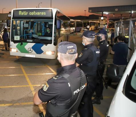 Die Nationalpolizei nahm den renitenten Fahrgast fest.