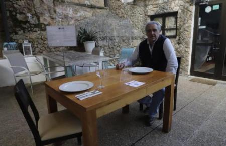 Verbandsvorsitzender der Gastronomen Jaume Morey begrüßt die auf 24 Uhr verschobene Ausgangssperre.