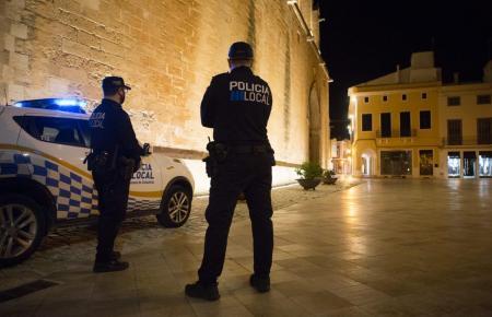 Mindestens 100 Euro werden bei einem Verstoß gegen die nächtliche Ausgangssperre fällig.