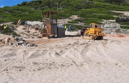 Bei den einen beliebt, Umweltschützern ein Dorn im Auge. Jetzt wird das umstrittene Chiringuito an der Cala Torta im Inselnorden abgerissen.