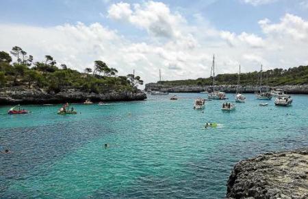 """Im Sommer gleichen viele Buchten oft """"Bootsparkplätzen"""". Nun gelten strengere Regeln."""