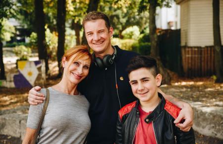 Andrea Sawatzki mit Regisseur Martin Busker und Schauspieler Mert Dincer.