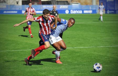 Mittelstürmer Vinícius Tanque (r.) machte das späte 1:1 für Atlético Baleares.