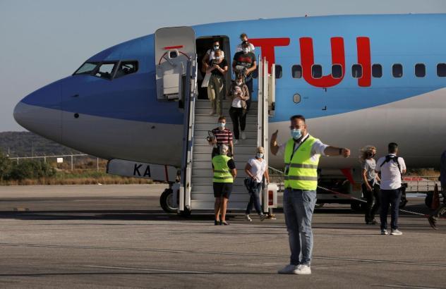 Tui-Passagiere erreichen ein Ferienziel.
