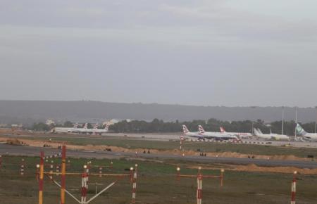 Die ersten Flugzeuge stehen bereits in Son Sant Joan.
