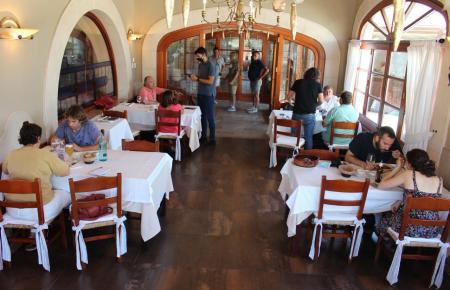 Blick in das Innere eines Restaurants.