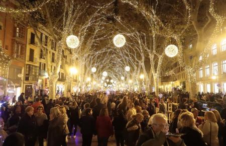 Ein voller Paseo Borne in Palma zur Weihnachtszeit. Solche Bilder wird es in diesem Jahr nicht geben.