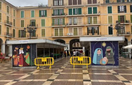 So sieht der traditionelle Weihnachtsmarkt auf der Plaça Mayor in diesem Jahr aus.