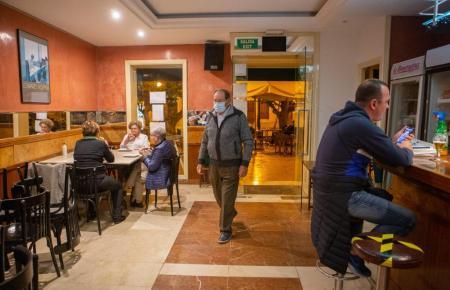 In Bars und Restaurants geht es weiter wie bisher.