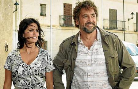 Laura (Penélope Cruz) kehrt auf Besuch in ihr Heimatdorf zurück und trifft dort ihre alte Liebe Paco (Javier Bardem).
