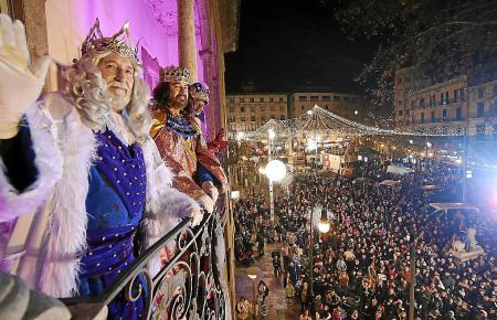 In normalen Jahren jubeln Zehntausende den Heiligen Drei Königen in Palma zu.