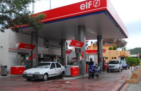 Blick auf eine Tankstelle in Calvià.