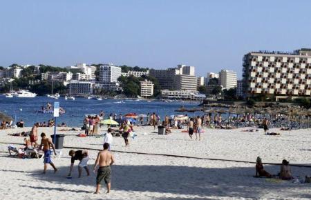 Bei Urlaubern beliebte Orte wie Magaluf und Palmanova dürfen wieder hoffen.
