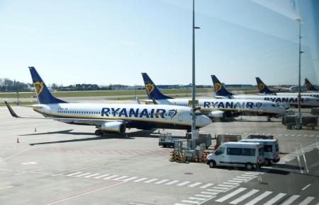 Blick auf mehrere Ryanair-Jets.